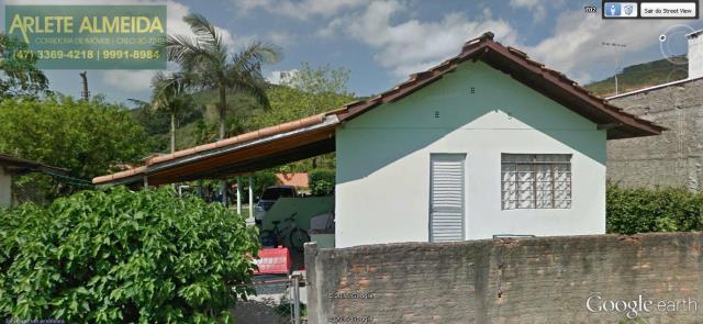 Casa Codigo 1098 a Venda no bairro-Centro na cidade de Porto Belo