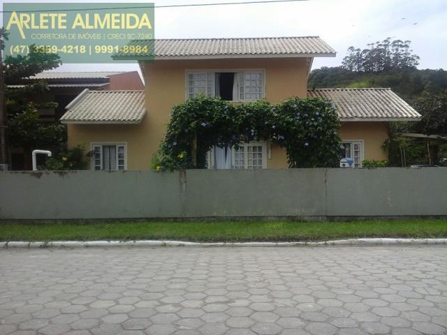 Casa Codigo 301 para Temporada no bairro Zimbros na cidade de Bombinhas