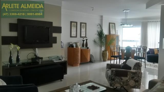 5 - living e sala de imóvel a venda Balneário Camboriú