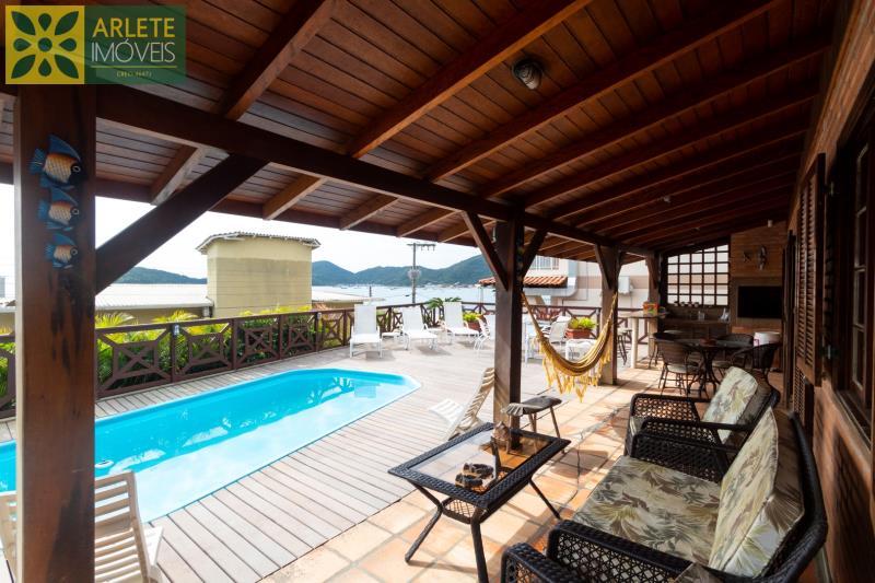 Casa Codigo 106 para Temporada no bairro Centro na cidade de Porto Belo