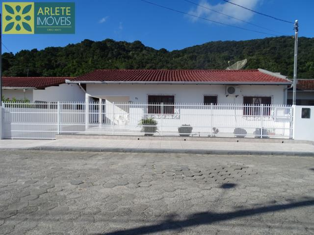 Casa Codigo 103 para Temporada no bairro Centro na cidade de Porto Belo