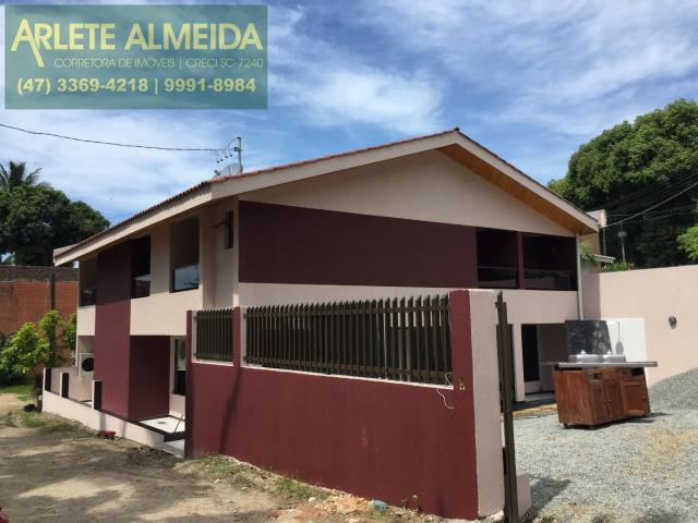 Casa Codigo 102 a Venda no bairro-Centro na cidade de Porto Belo
