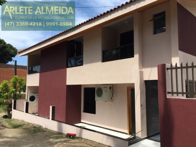 Casa Codigo 102 para Temporada no bairro Centro na cidade de Porto Belo
