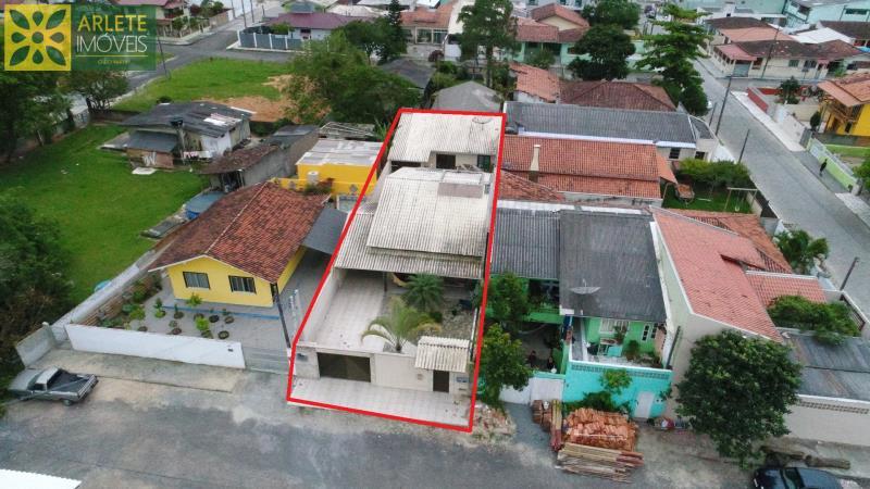 Casa Codigo 1126 a Venda no bairro-Centro na cidade de Porto Belo