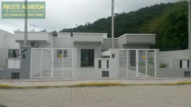 Casa Codigo 1142 a Venda no bairro-José Amândio na cidade de Bombinhas