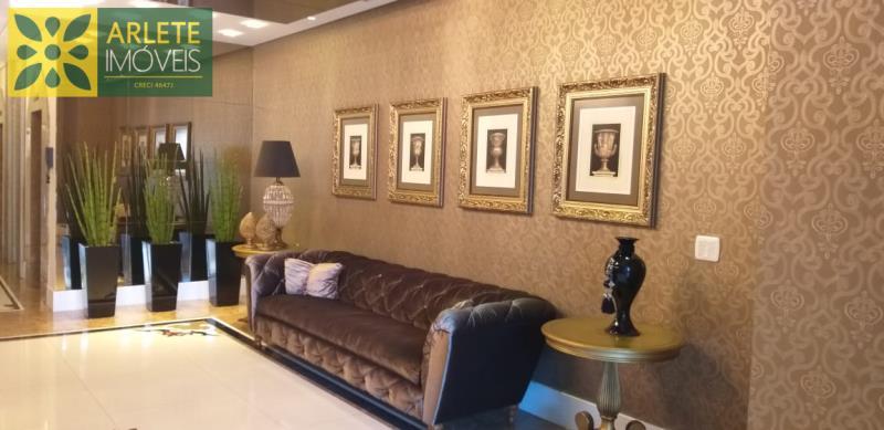 2 - hall de entradade apartamento a venda em itapema