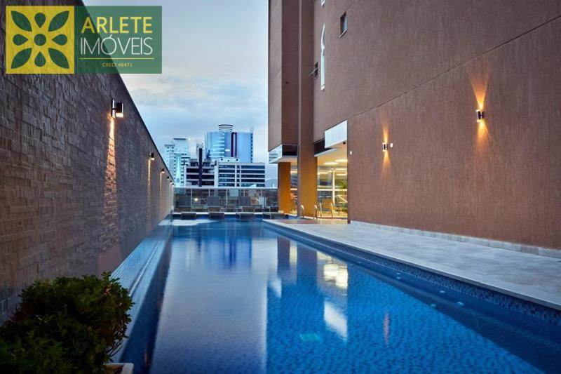 9 - área de lazer piscina de apartamento a venda em itapema