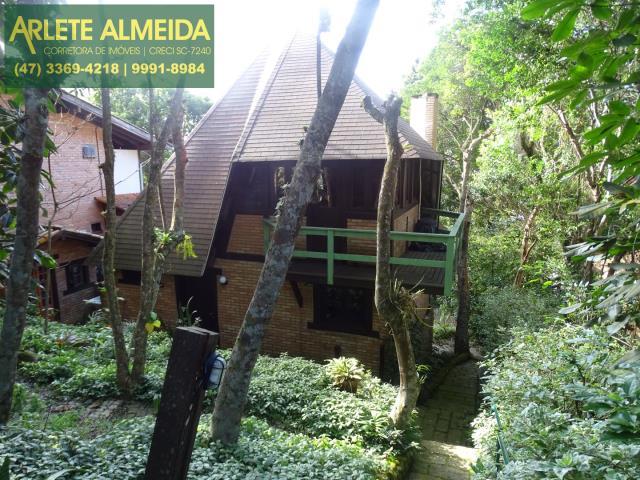 Casa Codigo 1318 a Venda no bairro-Centro na cidade de Bombinhas