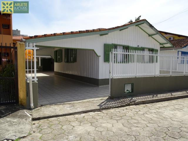 Casa Codigo 205 para Temporada no bairro Perequê na cidade de Porto Belo