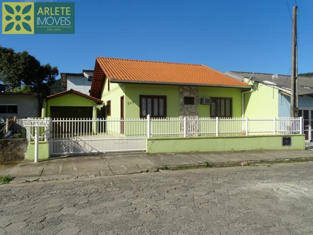 Casa Codigo 75 para Temporada no bairro Centro na cidade de Porto Belo