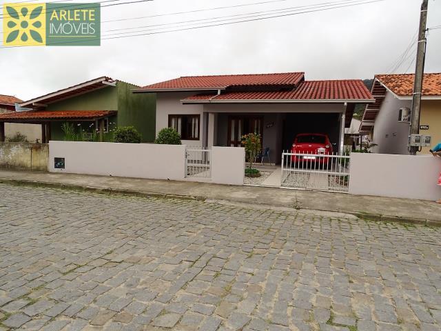 Casa Codigo 78 para Temporada no bairro Centro na cidade de Porto Belo