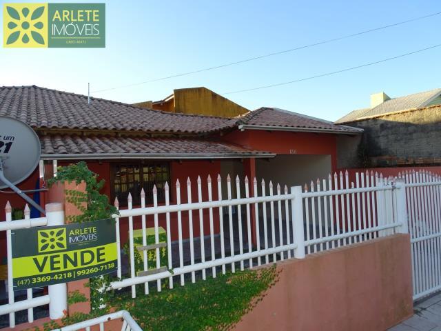 Casa-Codigo-1873-a-Venda-no-bairro-Centro-na-cidade-de-Porto-Belo