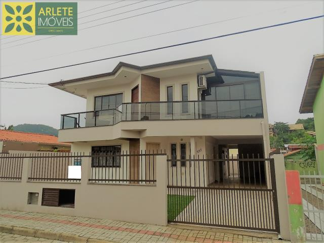 Casa Codigo 363 para Temporada no bairro Centro na cidade de Bombinhas
