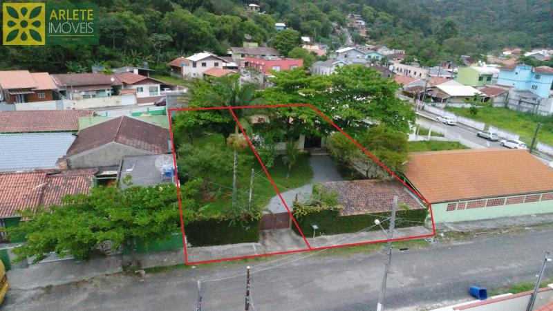 Casa Codigo 1428 a Venda no bairro-Centro na cidade de Porto Belo