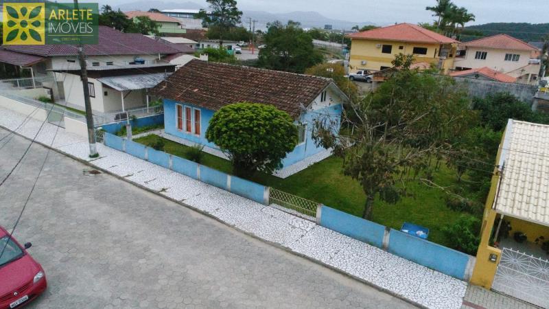Casa Codigo 2079 a Venda no bairro-Centro na cidade de Porto Belo
