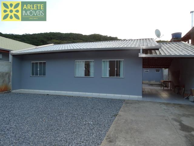 Casa Codigo 2080 a Venda no bairro-Centro na cidade de Porto Belo