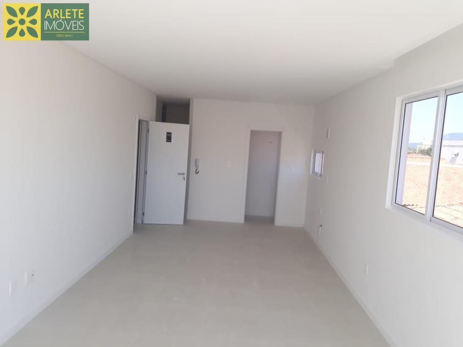 8 - Sala e cozinha conjugada  apartamento a venda Porto Belo