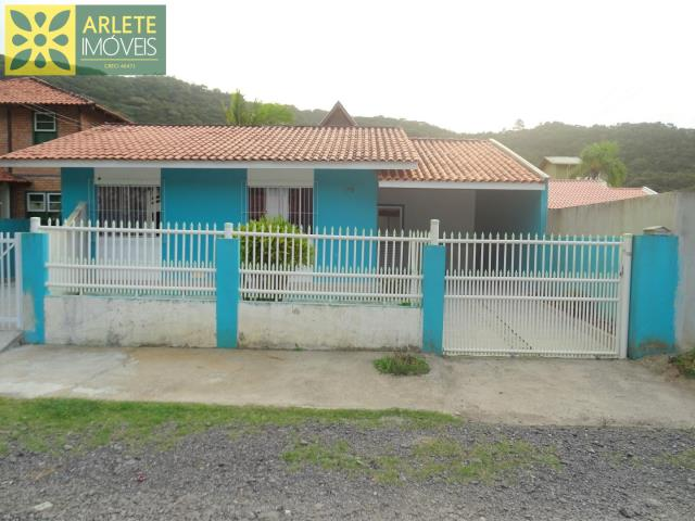 Casa Codigo 42 para Temporada no bairro Centro na cidade de Porto Belo