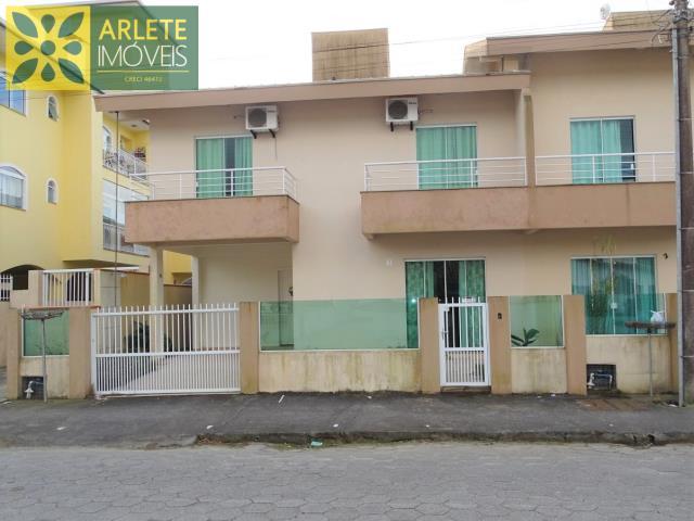Casa Codigo 40 para Temporada no bairro Centro na cidade de Porto Belo