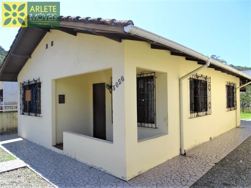 Casa Codigo 2084 a Venda no bairro-Centro na cidade de Porto Belo