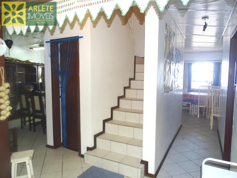 27 - acesso segundo andar imóvel locação porto belo