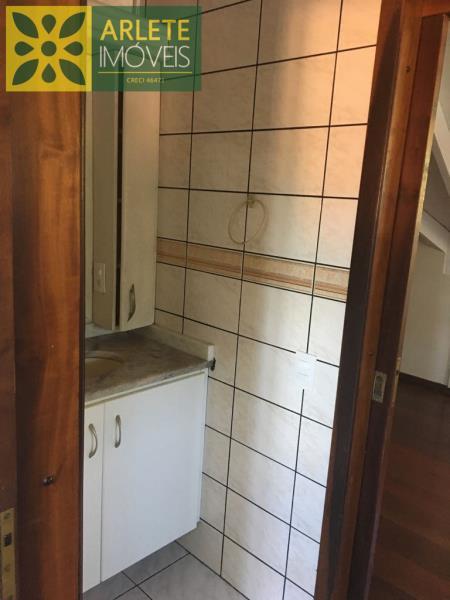 32 - banheiro casa locação porto belo