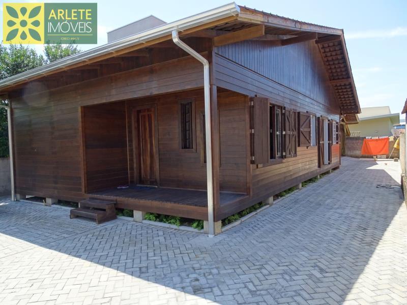 Casa Codigo 1491 a Venda no bairro-Centro na cidade de Porto Belo
