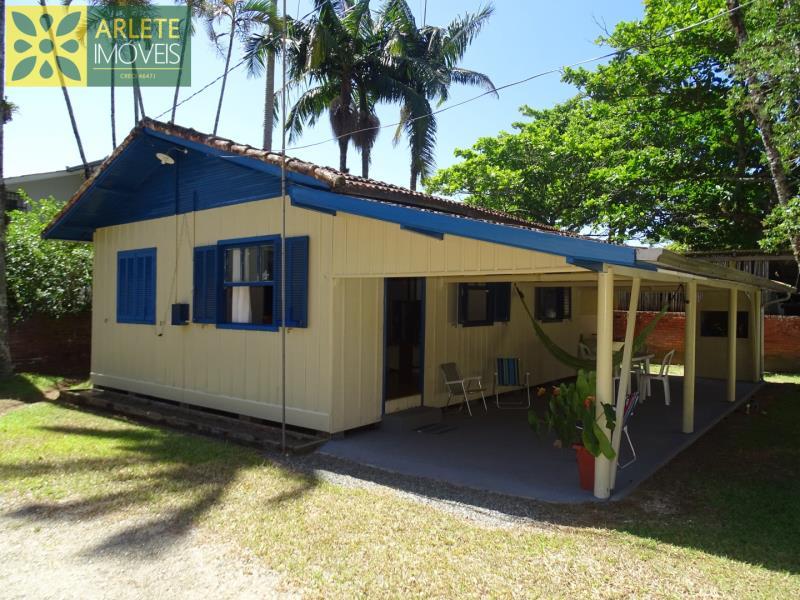 Casa Codigo 34 para Temporada no bairro Centro na cidade de Porto Belo