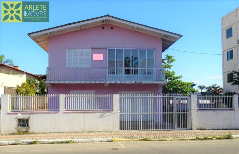 Casa Codigo 251 para Temporada no bairro Perequê na cidade de Porto Belo