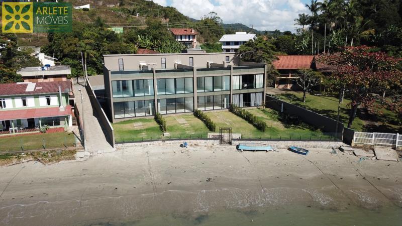 Casa Codigo 1522 a Venda no bairro-Centro na cidade de Porto Belo