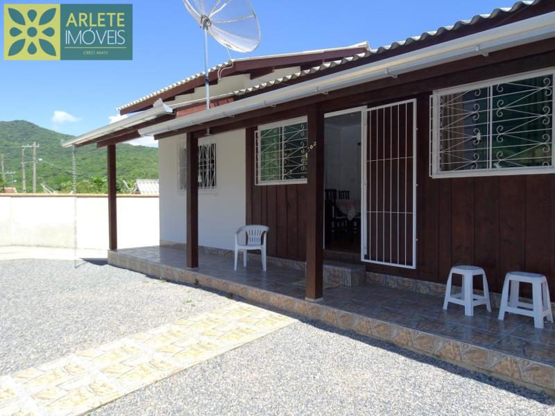 Casa Codigo 2130 a Venda no bairro-Vila Nova na cidade de Porto Belo