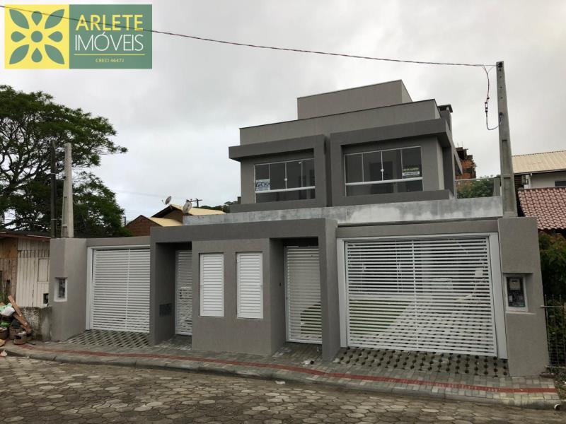 Casa Codigo 1528 a Venda no bairro-José Amândio na cidade de Bombinhas