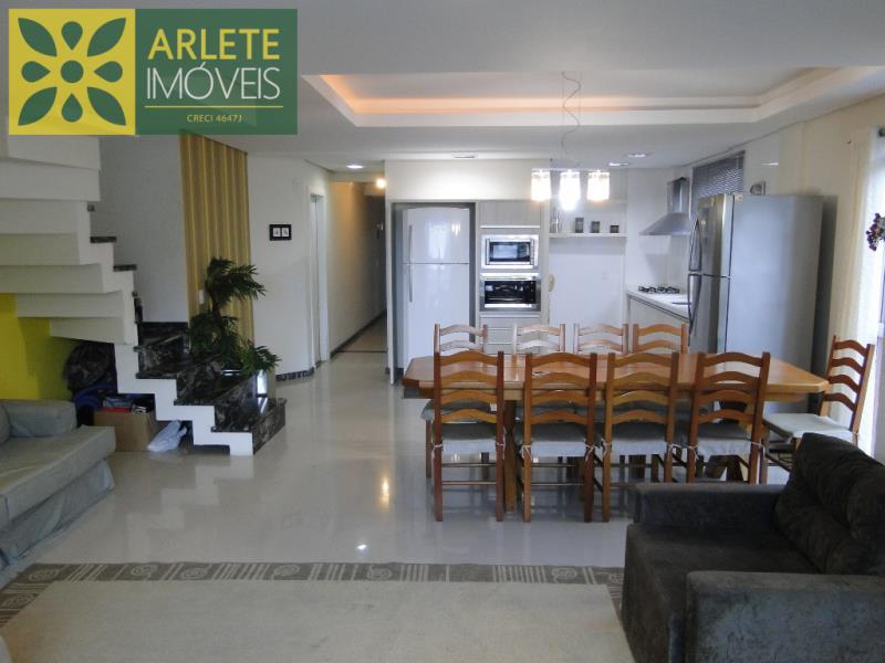 Cobertura Codigo 1531 para Temporada no bairro Bombas na cidade de Bombinhas