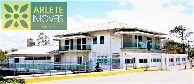 Casa Codigo 2170 a Venda no bairro-Perequê na cidade de Porto Belo