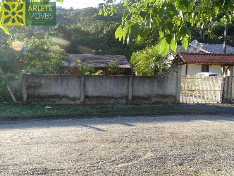 Casa-Codigo-2180-a-Venda-no-bairro-Centro-na-cidade-de-Porto-Belo