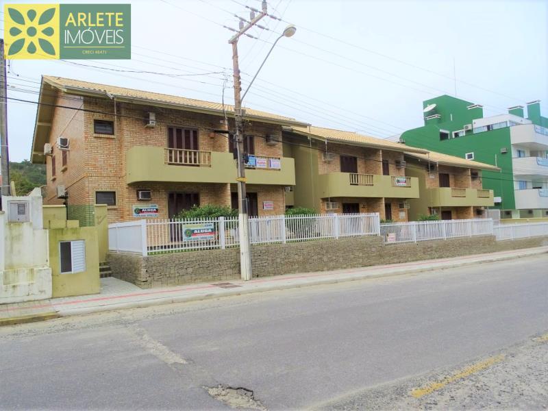 Apartamento Codigo 611 para Temporada no bairro Quatro Ilhas na cidade de Bombinhas