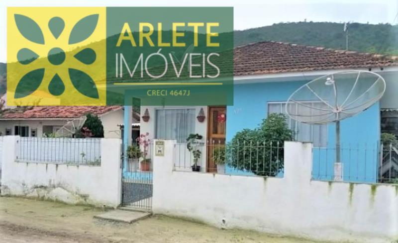 Casa Codigo 2203 a Venda no bairro-Vila Nova na cidade de Porto Belo