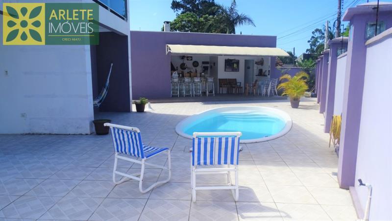 31 - área externa e piscina imóvel locação porto belo