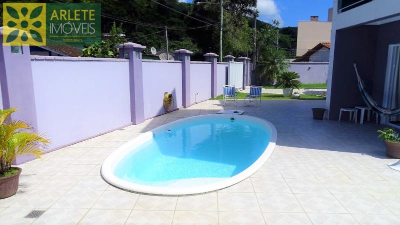 Casa Codigo 108 para Temporada no bairro Centro na cidade de Porto Belo