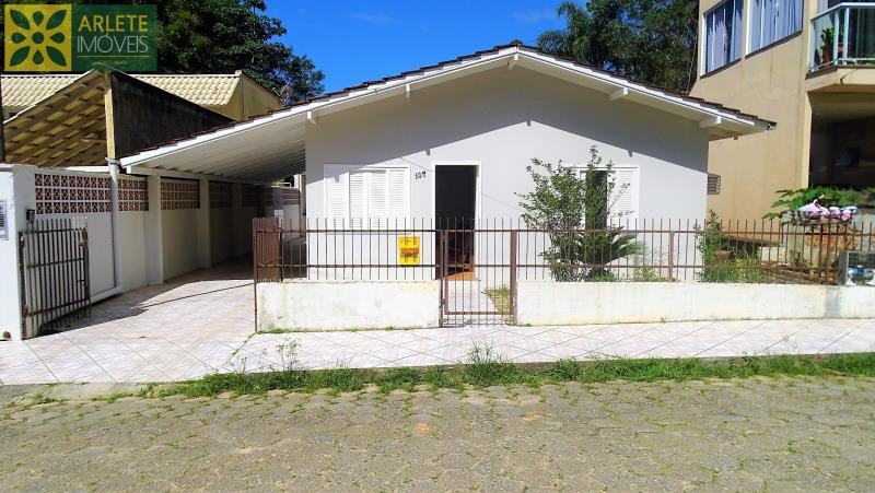 Casa Codigo 49 para Temporada no bairro Centro na cidade de Porto Belo