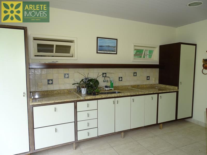 22 - área de churrasqueira casa beira mar locação centro porto belo