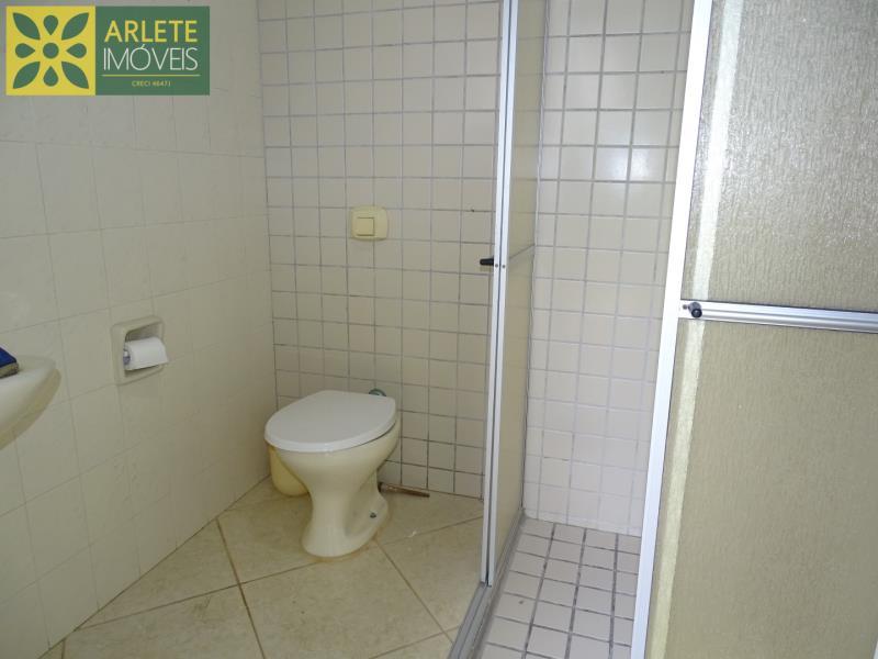 23 - banheiro área de churrasqueira casa beira mar locação centro porto belo