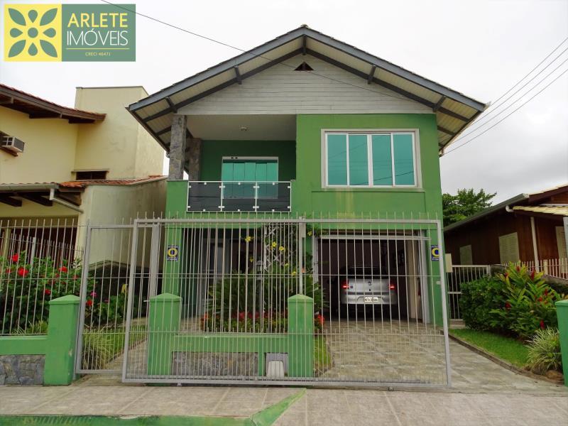 Casa Codigo 192 para Temporada no bairro Centro na cidade de Porto Belo