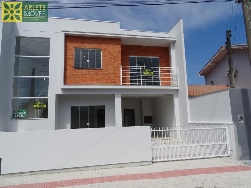 Casa Codigo 1593 a Venda no bairro-Perequê na cidade de Porto Belo