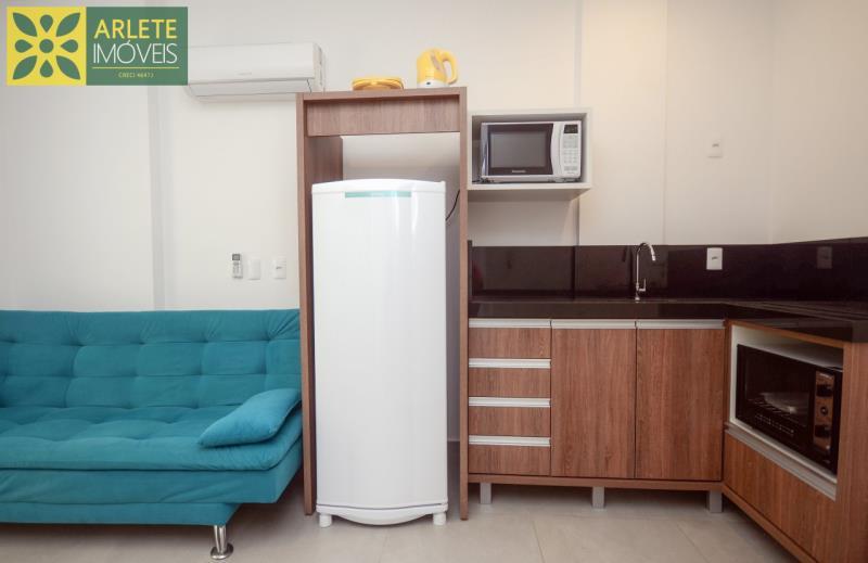 4 - sala e cozinha apartamento locação mariscal