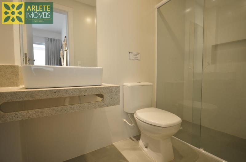 6 - banheiro social apartamento locação mariscal