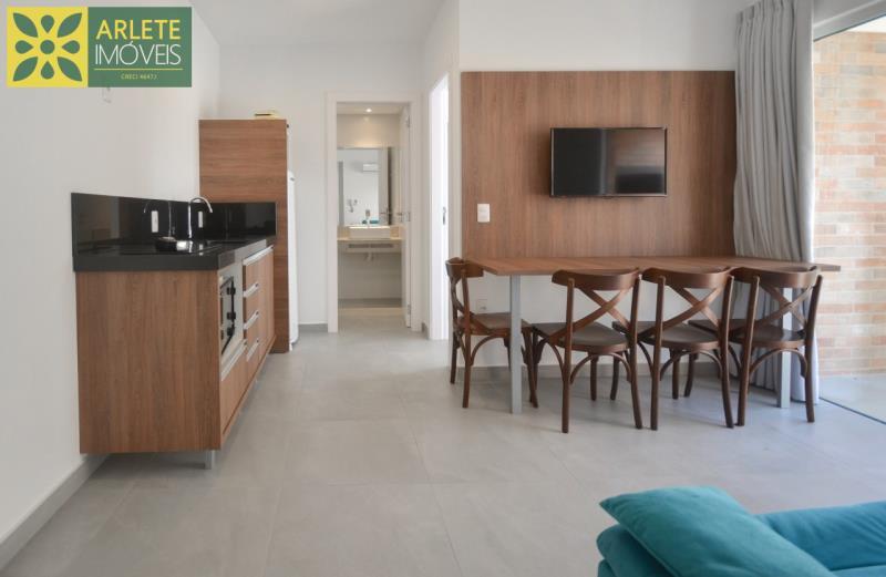 3 - sala e cozinha conjugados apartamento locação mariscal