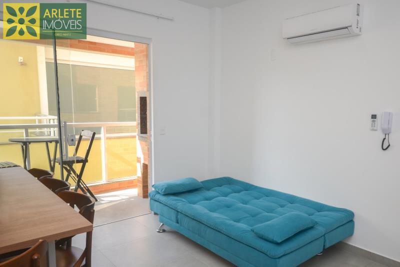 5 - sofá bicama apartamento locação mariscal