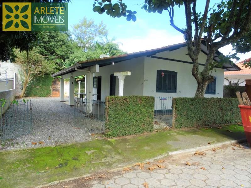 Casa Codigo 1684 a Venda no bairro-Perequê na cidade de Porto Belo