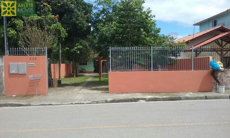 Casa Codigo 1713 a Venda no bairro-Centro na cidade de Porto Belo